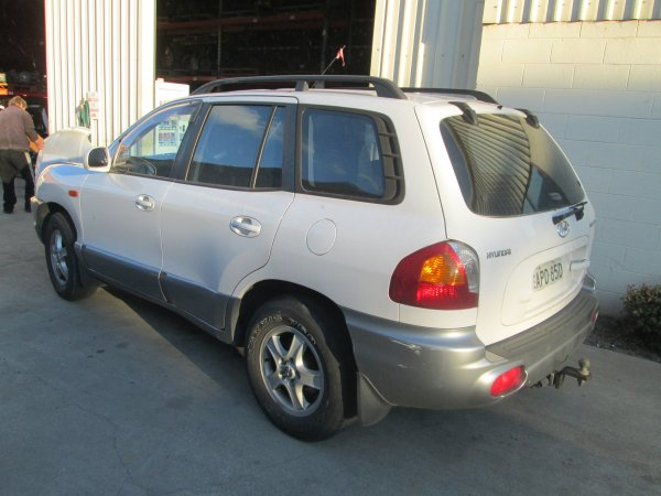2003 SANTE FE AUTO | Dismantling Now | Penrith Auto Recyclers are dismantling major brand cars right now! We offer fully tested second hand, used car parts and genuine or aftermarket products for most of the major brands. (../../dc/gallery/002_2.jpg)