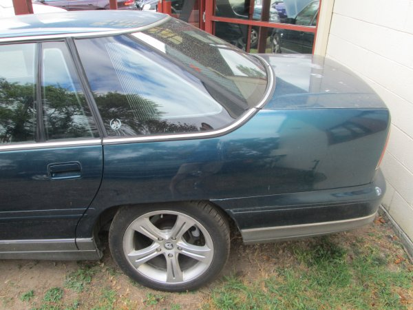 1998  HOLDEN STATESMAN | Dismantling Now | Penrith Auto Recyclers are dismantling major brand cars right now! We offer fully tested second hand, used car parts and genuine or aftermarket products for most of the major brands. (../../dc/gallery/Statesman_98_005.jpg)